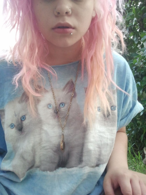 h0wling-at-the-moon:  ★alternative/grunge/pastel★