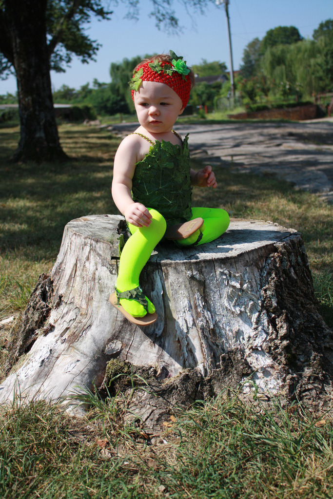 cosplayingchildren:  [Image: This toddler is sitting on a tree stump dressed up as Poison Ivy.]