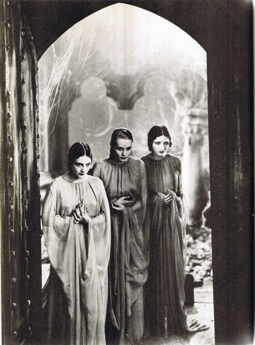 meanwhilebackinthedungeon:  Three nameless brides of Dracula Dracula, 1931