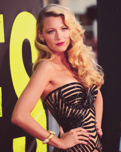 "Blake Lively at LA Premiere of ""Savages"" (25.6.2012)"