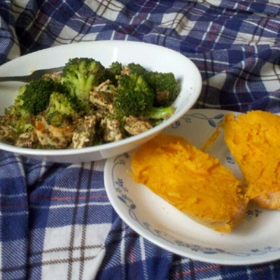 Lunch time! #paleo #primal #broccoli #chicken #sweetpotato #yam #delicious #food #foodporn #healthyfood #fitblr (Taken with Instagram)