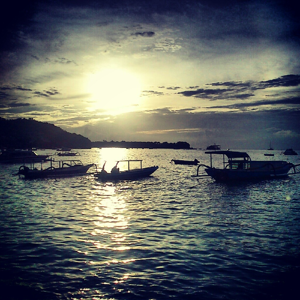 darkangel1989:  Sunset in Nusa Lembongan, Bali, Indonesia…. ;) Lovely place to escape… ^^