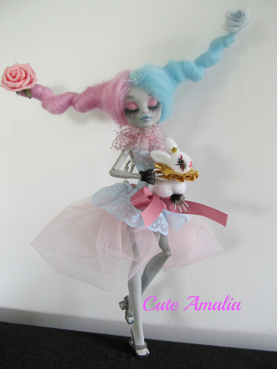 freakyfabulous:  Lyric doll by Cute Amalia on Flickr.