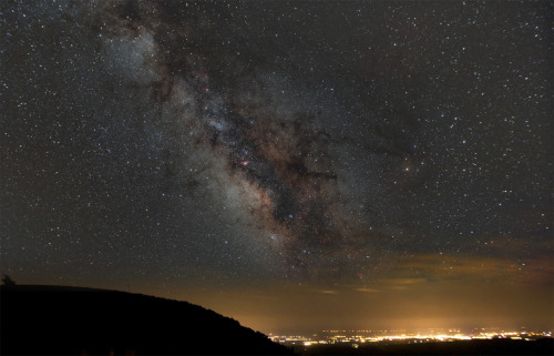 ikenbot:  Milky Way over the city