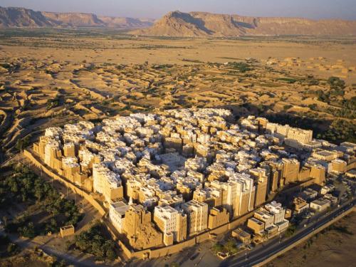 "henriquefrazao:  Shibam, Yemen Often called ""the oldest skyscraper city in the world"" or ""the Manhattan of the desert"". Photograph by George Steinmetz"