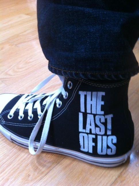 """@Neil_Druckmann To celebrate, I'm wearing these today. ‪#TheLastofUs‬"""