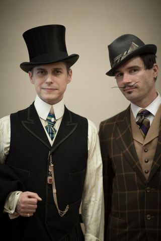 dandyportraits:  San Francisco dandy style at the De Young Museum (via House of Nines Design: Recap: Dandylicious Fashion Show)