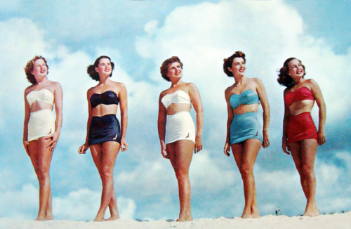 vintagegal:  Bathing Beauties wearing Jantzen swimsuits c. 1940's