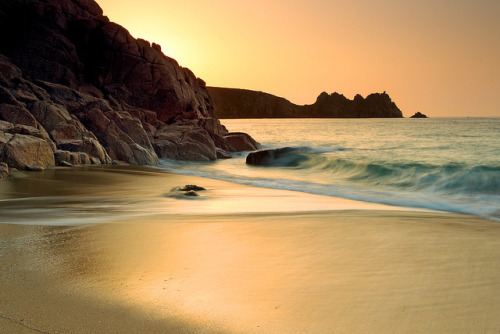 tangledleaves:  Porthcurno Light by midlander1231 on Flickr.