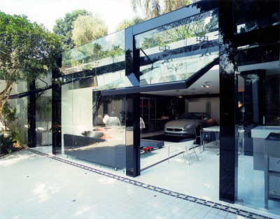 Striking Transparency Showcased By A Modern Live-In Garage