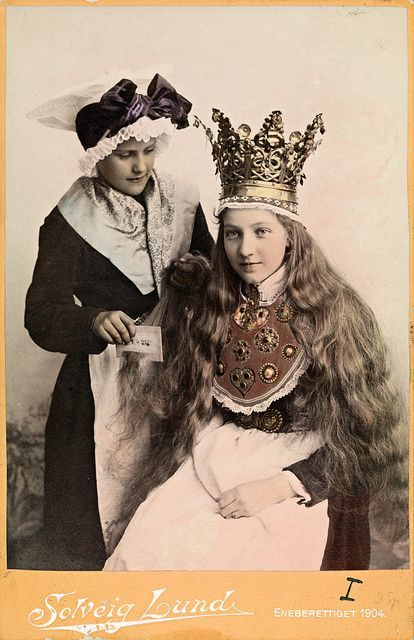 muirgilsdream:  Norwegian bride in bridal crown.