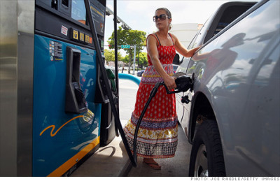 "South Carolina gas falls below $3 a gallon CNN Money: ""The statewide average price for South Carolina was $2.987 per gallon of unleaded gasoline on Tuesday, according to AAA. This is the first time that the statewide average in any state has dipped below $3 since Missouri crossed that line on Feb. 22, 2011."""
