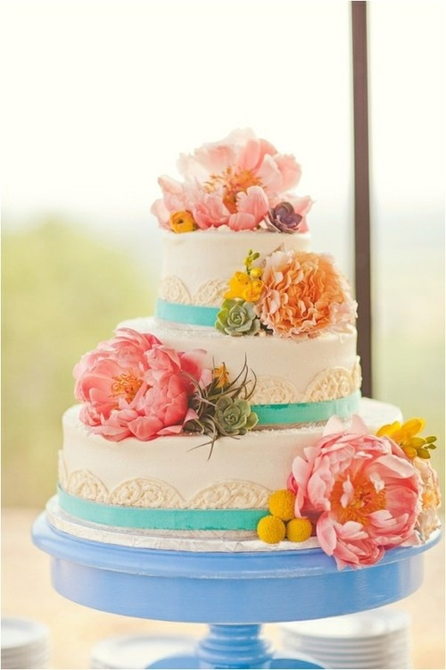 the-blushing-bride:  cute cake perfect for a garden or beach wedding.