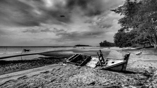 Stranded by Rose Kampoong