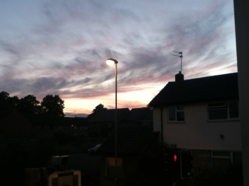 yomamma08:  The sky looks rather pretty tonight!