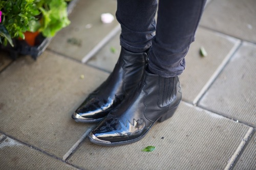 what-do-i-wear:  boots from Topshop. (image: carolinesmode)