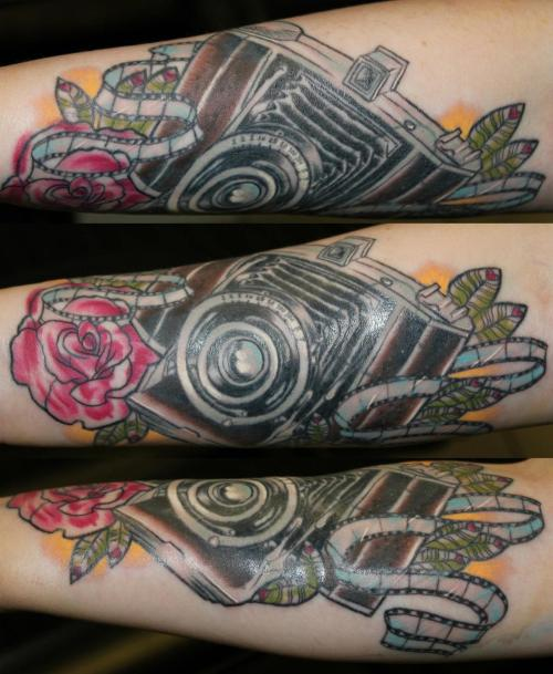 fuckyeahtattoos:  Old fashioned camera!Done By Raychel Maughan @ ARTHURTS, Newcastle.