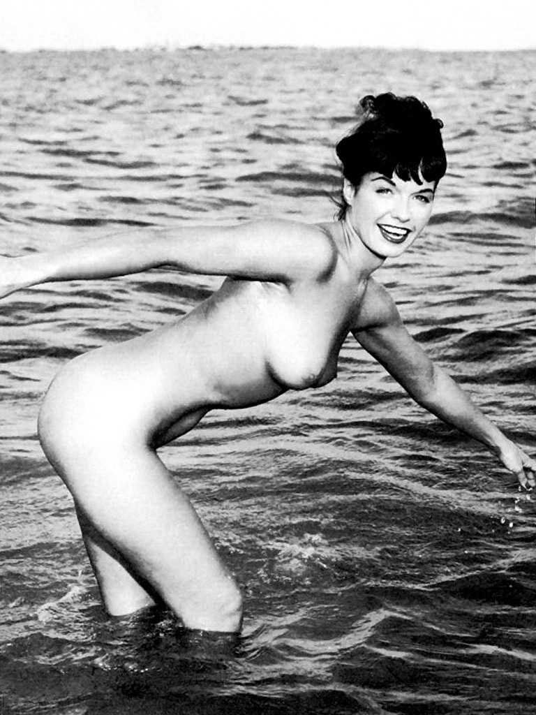froufroufashionista:  so cute! nude Bettie Page by David Avant, 1950s