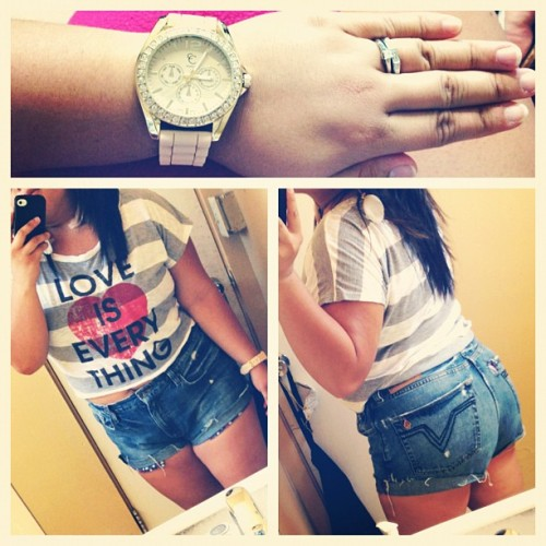 #Casual #OOTD… ehh ignore the thunder thighs and arms, still tryna #workout on them 😓💪 But progress is progress so I'm happy 🙌😁 (Taken with Instagram at Commercial Vacuum)