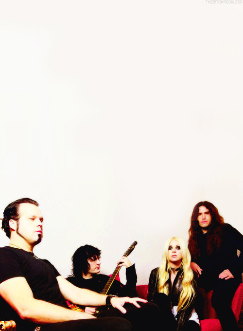 30/50 pictures of The Pretty Reckless (✖).