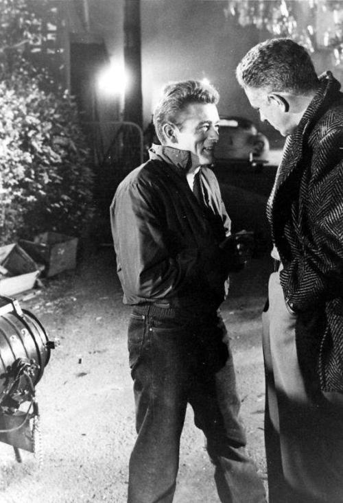 latinamericana:  James Dean on the Rebel set with director Nick Ray.