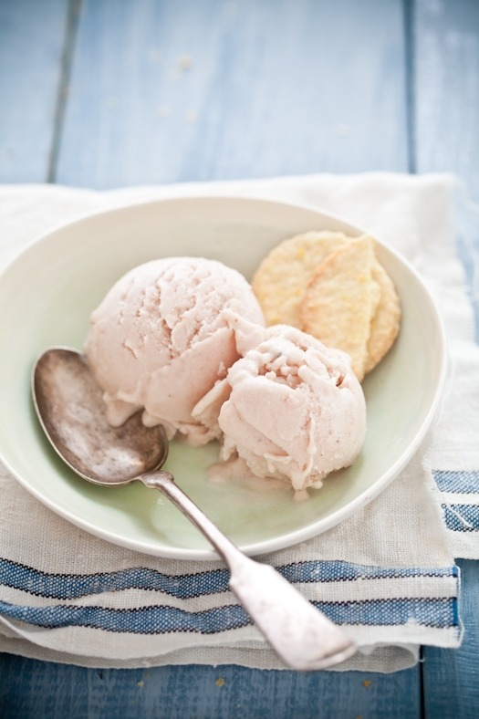 gastrogirl:  roasted peach and lavender ice cream with lemon shortbread cookies.