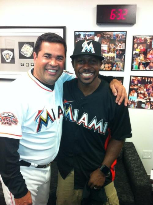 Former Super Bowl MVP Desmond Howard poses with Marlins Manager Ozzie Guillen before throwing the ceremonial first pitch. #MarlinsGame #BaseballMiamiStyle