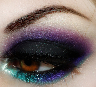 Good heavens, that is some lovely eyeshadow. I'd never be able to apply it that well, but that doesn't stop me from admiring it.
