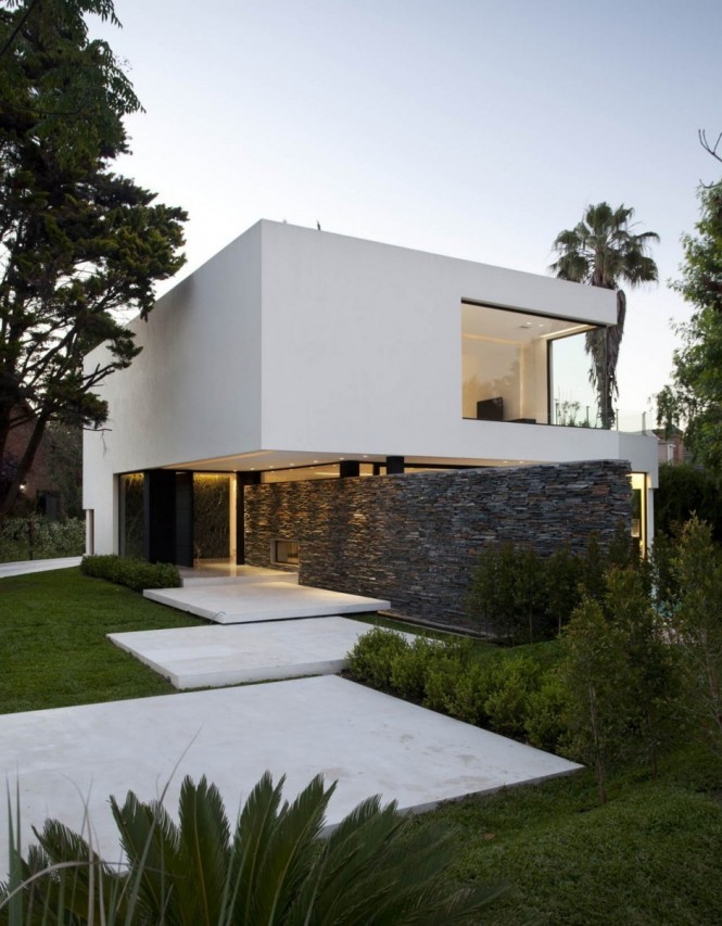 homedesigning:  (via Carrara House by Andres Remy Arquitectos)
