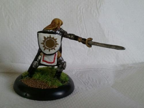 Well who is this badly-lit miniature? Could it be Sir Osric?  Have to wait 'til tomorrow, so I can get better pics!