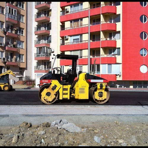 Ще те гази валяка #sofia #construction  (Taken with Instagram at Mladost 2)