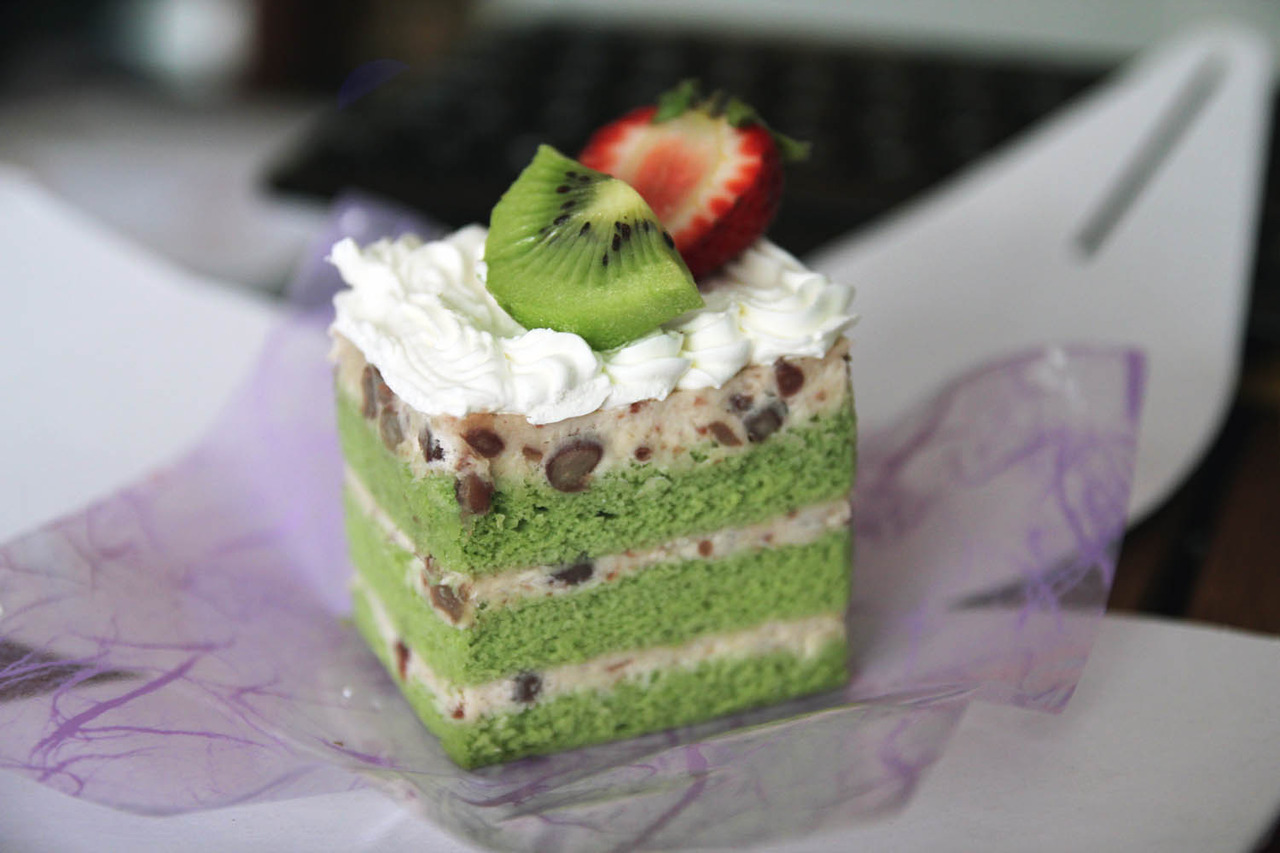 Green Tea w/ Red Bean Cake from Kawaii Bakery that I shared with Sheryl when she was back visiting the West Coast. I'm so glad we got to catch up after not being able to see each other for so long! Hopefully, we can meet up when I'm in DC :))