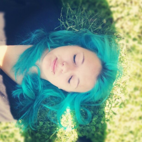 runningmermaids:  this is my best friend sarah <3 #turquoise #hair (Wurde mit Instagram aufgenommen)