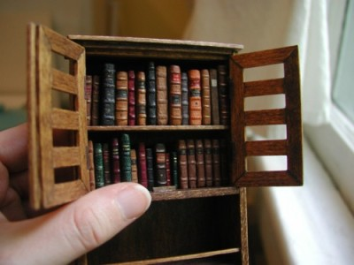 iheartminiatures:  Tiny Library!