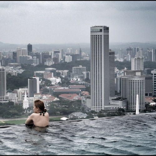 Feeling on top of the world at the World's Best Infinity Pool! #Singapore #marinabaysands #swimming #pool #gf_Singapore #instagrammers #statigram #instagramhub #Instamood #iphoneasia #sgig #igers #webstagram #sginstagram #instagramsg #gang_family #gf_daily #photooftheday #picoftheday #allshots #instawow #instagold   (Taken with Instagram)
