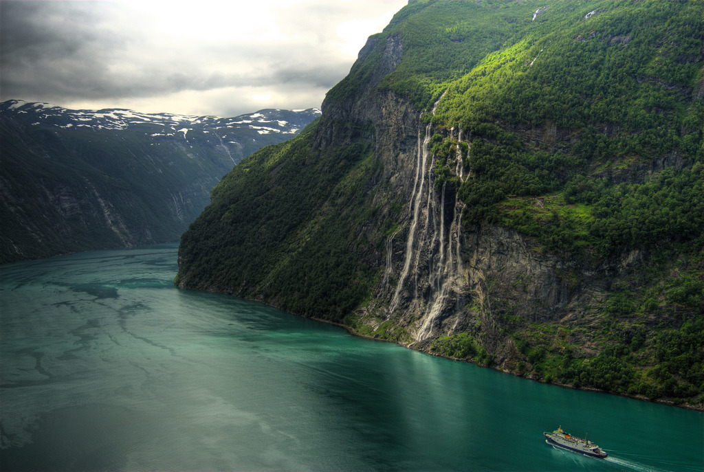 "Geiranger - the ""seven sisters"" waterfall (by Bergen64)"