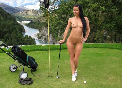 nakedsports:  Naked golf babe submission from aquoibon
