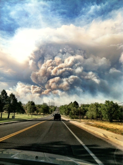 "bobbycaputo:  think-progress:  32,000 flee Colorado Springs as wildfires worsen. Gov. John Hickenlooper said ""It was like looking at the worst movie set you could imagine."" Photo via @scottseibold  Damn, That looks like a volcanic eruption, not a wildfire.   Why is it that beauty and destruction go so uncomfortably hand-in-hand at times? This looks like an epic Photoshop job, not something affecting thousands of people's lives. By the way, this blaze doubled in size overnight, to over 24 square miles."