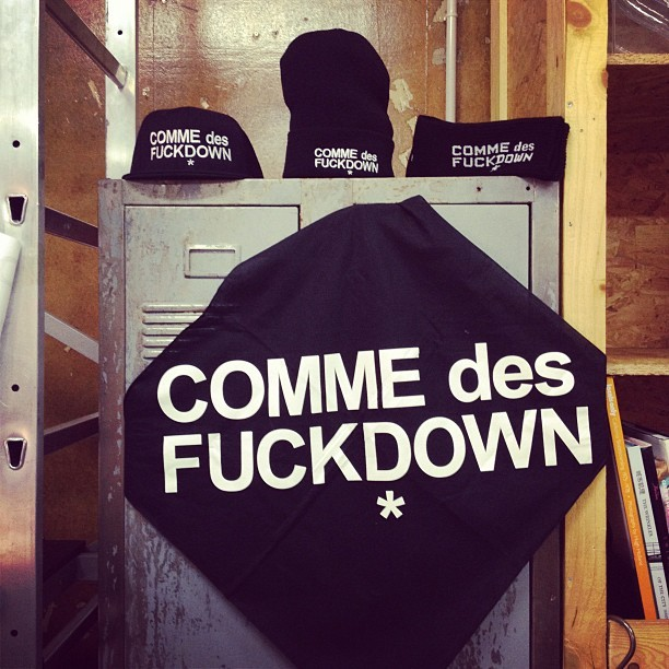 seriouswapanese:  COMME DES FUCKDOWN available at @theblackrainbow (Pris avec Instagram)