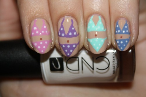 polishyoupretty:  NAIL ART TUTORIAL: POLKA DOT BIKINi click the photo to see the full tutorial!