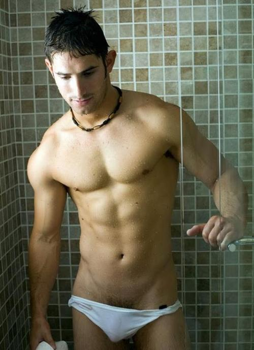 Dude on Shawer… Hot !