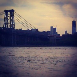 Good Morning!! #WilliamsburgBridge #Williamsburg #Brooklyn #WTC #OneWorldTradeCenter #Skyline #CloudCover #NewYorkCity #NYCParks #GrandFerryPark #AmateurPhotography #Androidography #Android  (Taken with Instagram at Grand Ferry Park)