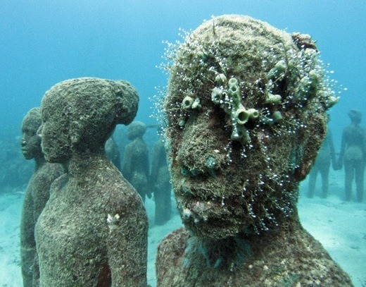 todayisgonnabegood:  ruineshumaines:  Underwater sculptures by Jason de Caires Taylor | Video here.  Can you imagine swimming and finding this? How fucking scared would you be?
