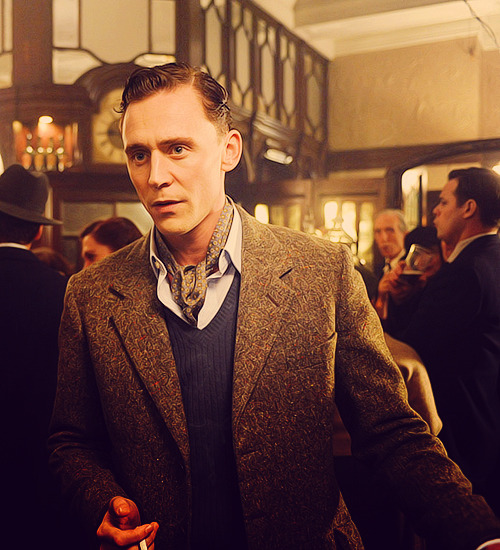 (♕) 50 Pictures of Tom Hiddleston's Characters.    ↳ 44/50 (The Deep Blue Sea).