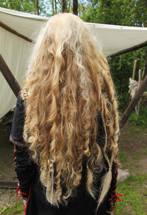 "solgave:  ~My hair, Bjørgvin Viking Market ""2012""~   I want Viking hair….."
