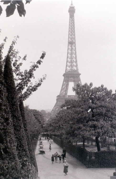 Paris, c.16 September 1959