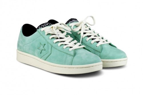 Foot Patrol x Converse - First String Pro Leather Collection Foot Patrol is one of my local pick up places for trainers and they never seem to let me down. The Converse First String collection is viewed as one of the brand's higher lines. The next to collaborate is London's Foot Patrol who have created a special range of Pro Leather First String's. In the collection there is a mid and low-top trainer to choose from in premium leather with a custom aztec print on the heel and tongue, and of course there is an embossed Foot Patrol gas mask logo on the shoe.  Available from 29th June at Foot Patrol London only. £80 - Mid-tops £75 - Low-tops