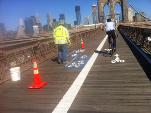 New stencil brightens up the bike path on the Brooklyn Bridge. —A.P.