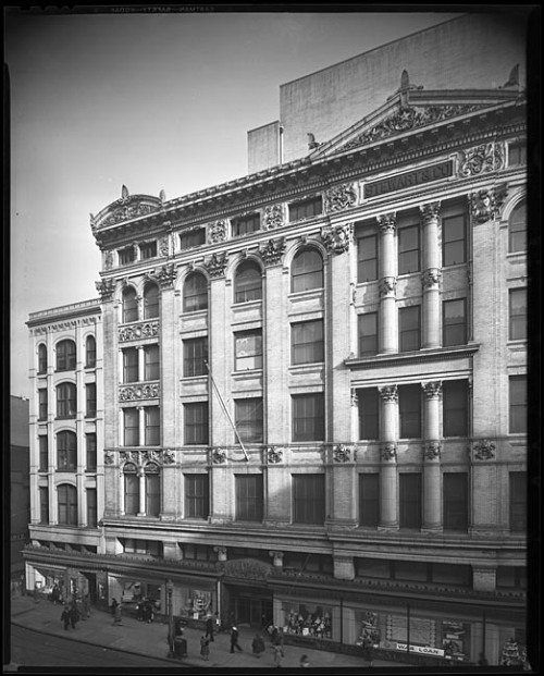 Stewart's department store (Stewart and Company)200 block, Howard Street, BaltimoreJuly 17, 1944Blakeslee Lane8x10 inch film negativeBaltimore City Life Museum CollectionMaryland Historical SocietyMC8432 .2