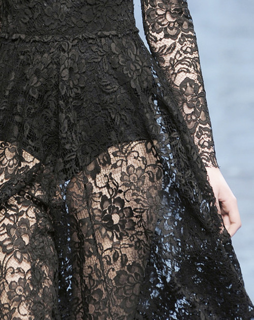 dixias:  Detail at Dolce & Gabbana Fall 2010
